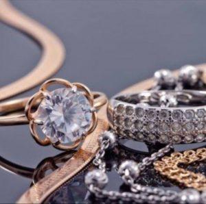 compro-gioielli-torino-anello-solitario-diamanti-orecchini-oro-torino